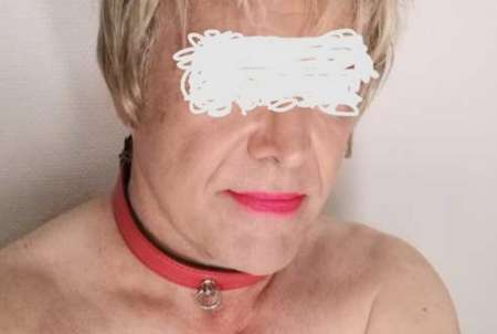 Suceuse travesti se déplace sur Paris